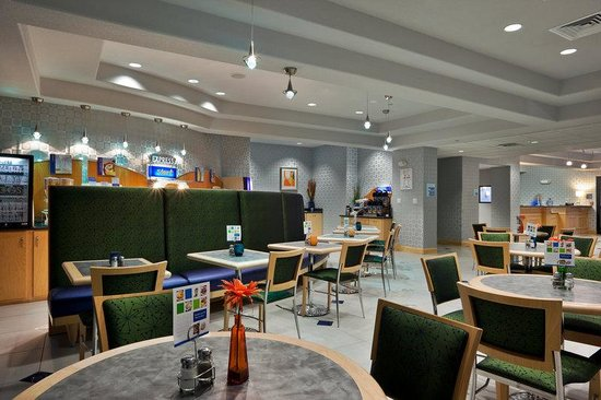 Holiday Inn Express Hotel & Suites Hutto: Breakfast Area