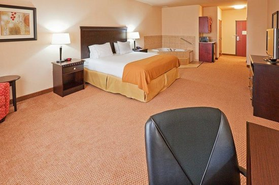 Holiday Inn Express Hotel & Suites Altus: Jacuzzi Suite