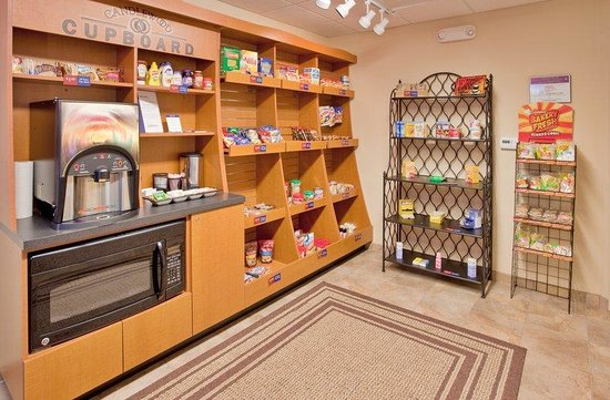 Candlewood Suites Kansas City Airport: Cupboard