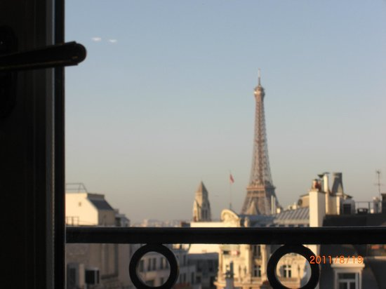 Romantic Dinner Under The Eiffel Tower Picture Of Hotel Balzac Paris Tri