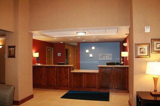 Holiday Inn Express Willows: Hotel Lobby/Front Desk