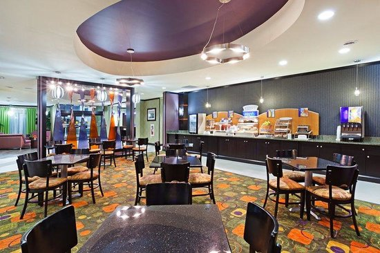Holiday Inn Express Hotel & Suites Clemson - Univ Area: Breakfast Area