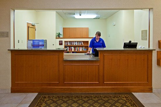 Candlewood Suites Louisville North: Front Desk