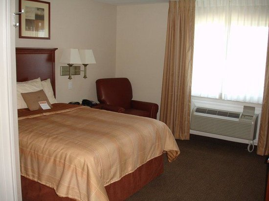 Candlewood Suites Texas City: Queen Bed Guest Room