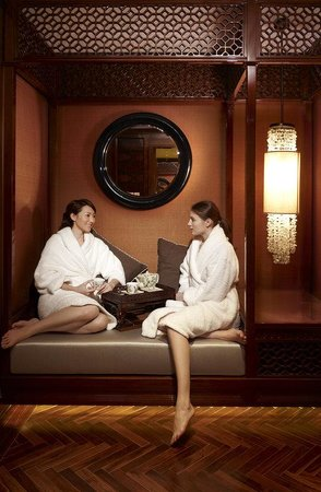 Willow stream spa male facial picture of fairmont peace for Best girlfriend spa getaways
