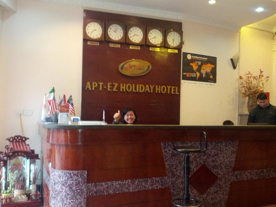 APT EZ Holidays Hotel:                   Bonne ambience et excellent service avec l&#39;efficace Mme Huong a la reception !