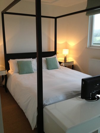 Lamorna, UK:                                     Our room.