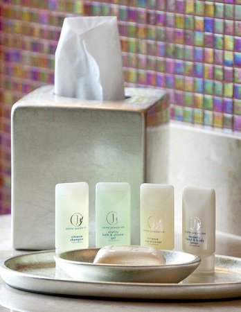 Hotel Zero Degrees: Bathroom Amenities