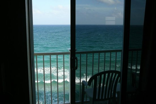 Sun Tower Hotel & Suites on the beach:                   Sweet sounds from the room ....