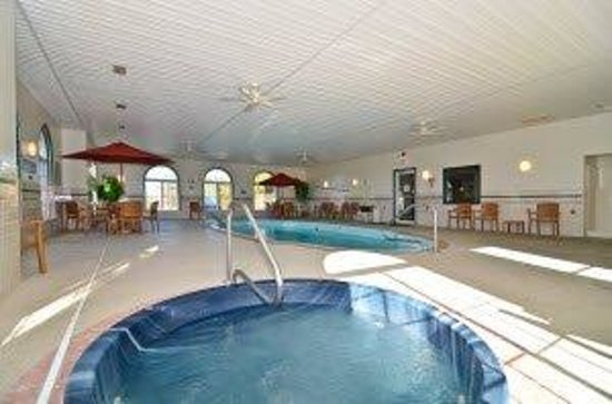 Americas Best Value Inn & Suites-Lake of the Ozarks: Pool