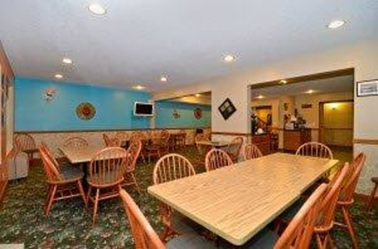 Americas Best Value Inn & Suites-Lake of the Ozarks: Breakfast Area