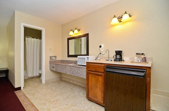 Refugio, TX: Suite Inroom Amenities