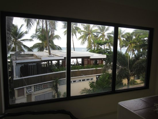 Jony's Beach Resort:                                                       view from the top of the stairs of the mai