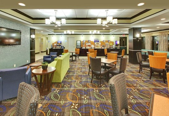 Holiday Inn Express Hotel & Suites Covington: Breakfast Area
