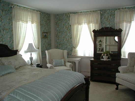Castleton, VT: Sarah's room is on the first floor.  Beautiful decor!