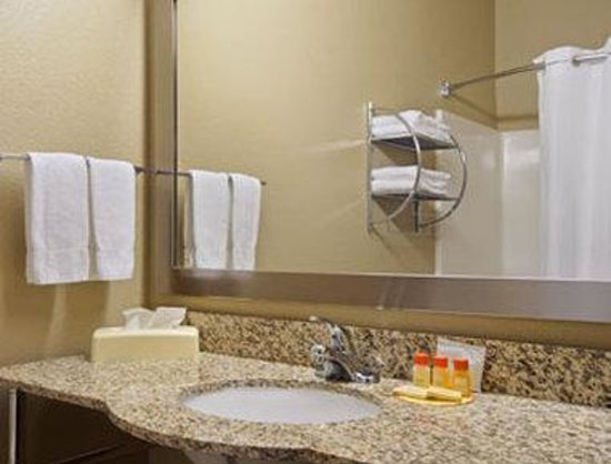Days Inn & Suites Marquez: Bathroom