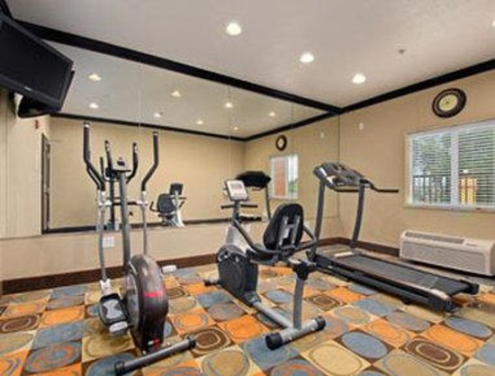 Days Inn & Suites Marquez: Fitness Center