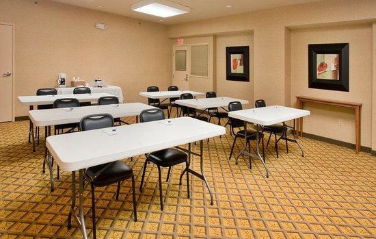 Candlewood Suites Springfield: Meeting Room