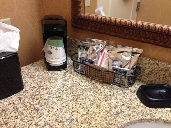Hampton Inn & Suites Sevierville @ Stadium Drive:                   coffee and Earl Grey Tea