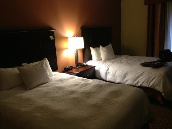 Hampton Inn & Suites Sevierville @ Stadium Drive:                   nice bedding