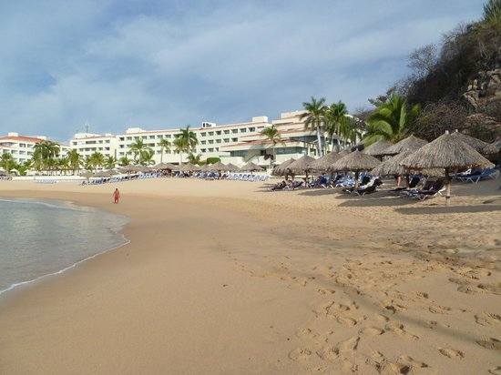 Dreams Huatulco Resort & Spa:                   Beach at Dreams Huatulco