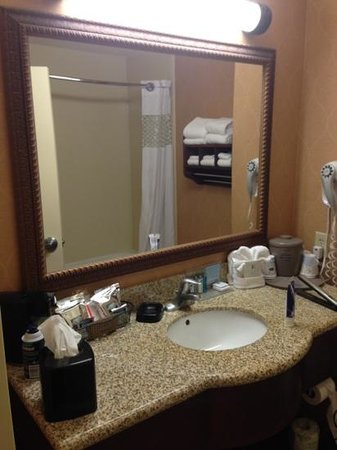 Hampton Inn & Suites Sevierville @ Stadium Drive:                   granite bath