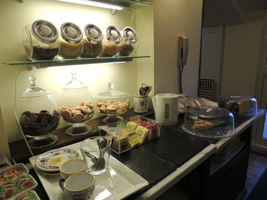 La Fortezza: afternoon tea choice. add savoury at breakfast