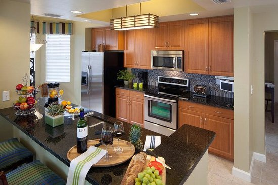 Holiday Inn Club Vacations Marco Island Sunset Cove: 3-bedroom villa kitchen