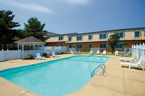 Americas Best Value Inn &amp; Suites: Pool