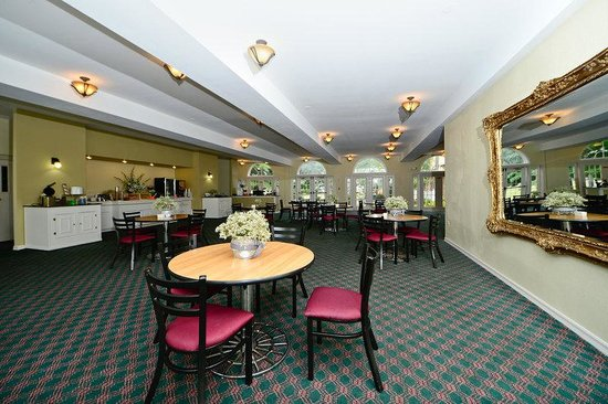 Americas Best Value Inn &amp; Suites: Breakfast Area