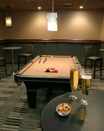 DoubleTree by Hilton Hotel Philadelphia - Valley Forge: T Burkes Game Room