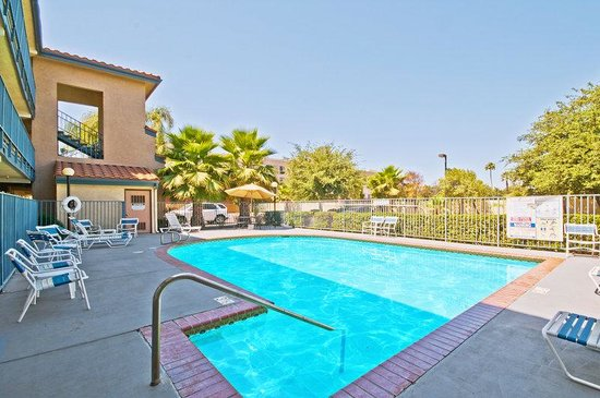Tulare, CA: Pool