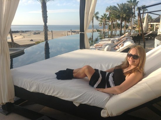 Hilton Los Cabos Beach & Golf Resort:                   Vivi taking the sun by the pool