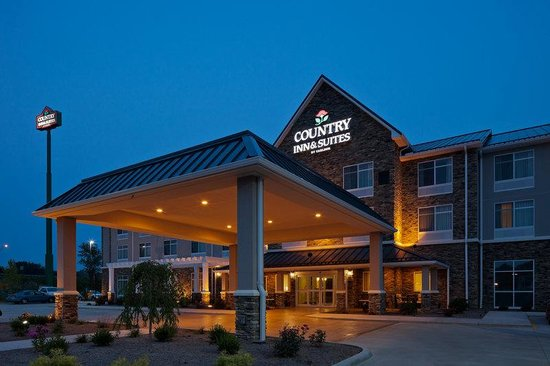 CountryInn&amp;Suites Dover ExteriorNight