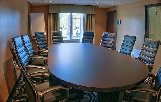 BEST WESTERN PLUS Airport Inn &amp; Suites: Board Room