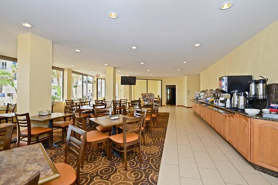 Lexington Inn &amp; Suites: Breakfast Area