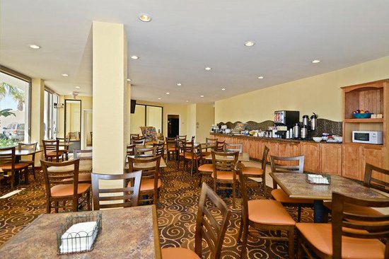 Lexington Inn &amp; Suites: Breakfast