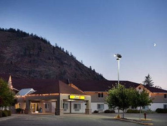 Welcome To The New Super 8 West Kelowna, BC