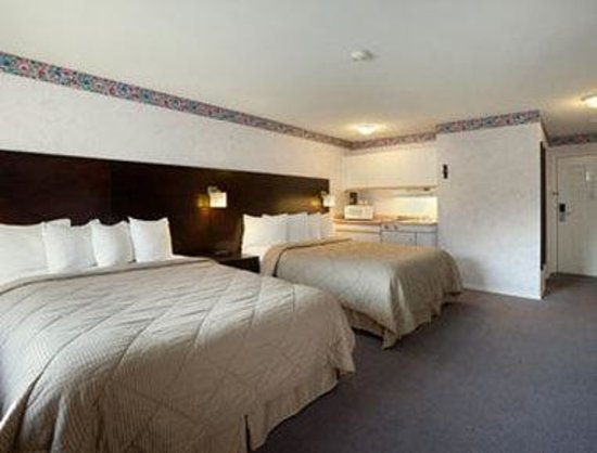 Super 8 West Kelowna: New Executive Double Queen w/ Kitchen