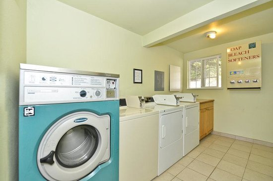 Americas Best Value Inn & Suites: Laundry Room