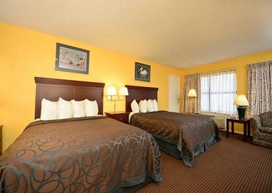 Econo Lodge Inn by the Bay: Two Queens