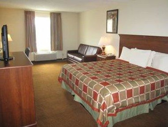 Country Hearth Inn and Suites Greensboro: Upgraded King Room