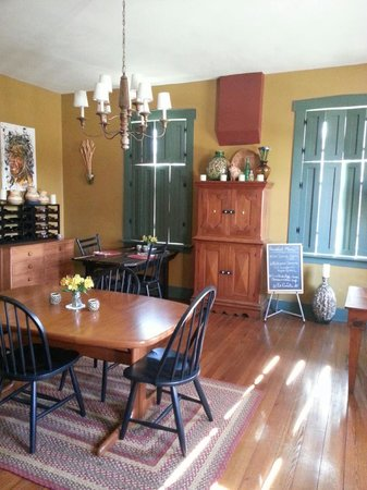 Hermann, MO: Inside the main house. Breakfast nook