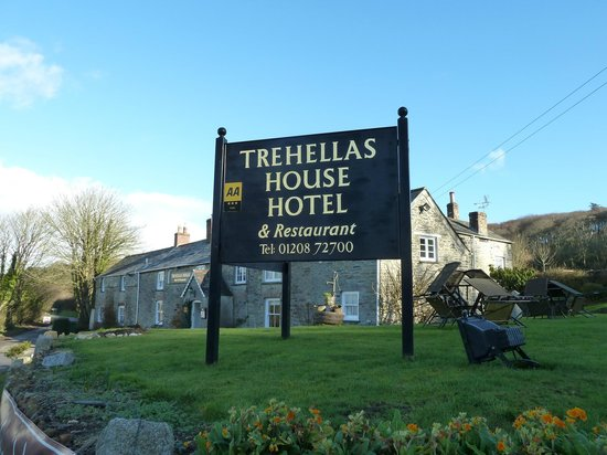 Trehellas House:                   Easy to see signage