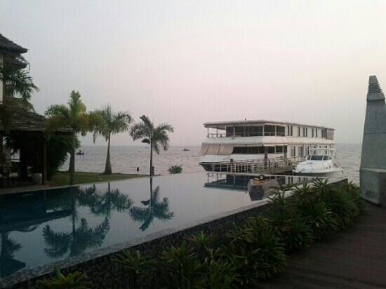 The Park on Vembanad Lake:                   Beautiful infinity pool