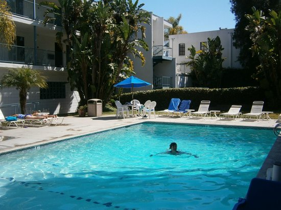 Days Inn &amp; Suites Santa Barbara:                   A nice morning dip