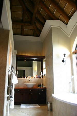 Bezweni Lodge: Badezimmer