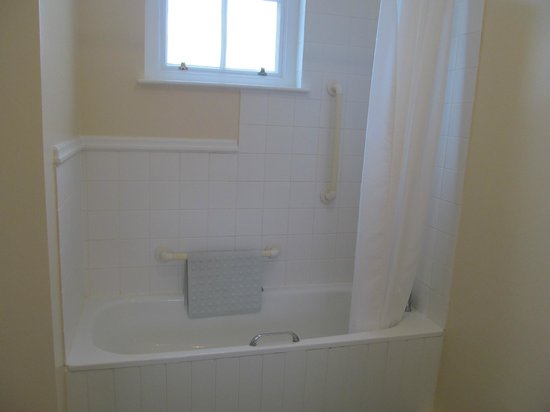 Teignmouth, UK:                                     Shower and Bath
