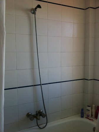 Ecuador Park Apartments : the shower head that falls down! 