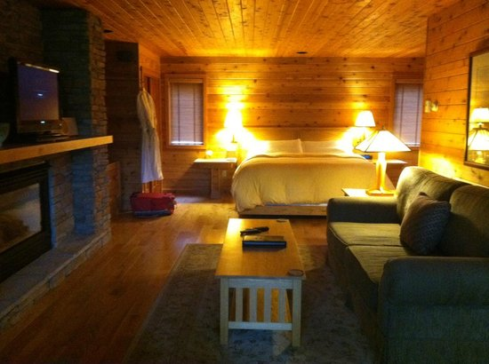 Canoe Bay:                   Interior of Dream Cottage #16